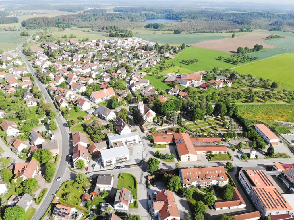 Luftaufnahme Blitzenreute Physiotherapie am Dorfplatz Blitzenreute