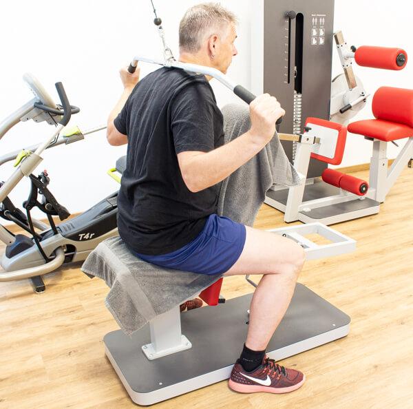 Physiotherapie Geräteraum Rückentraining Bild 7